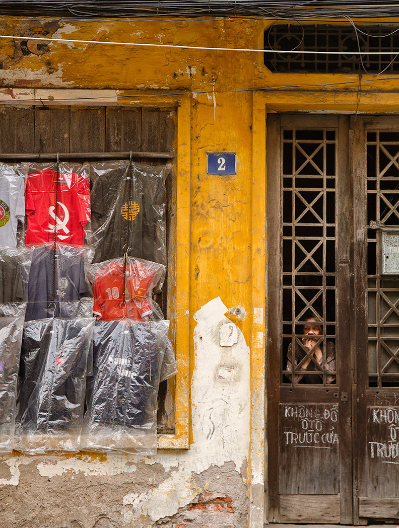 I like Hanoi for the same reasons some people hate it. For the cracks, the dirty walls, the noises, for the chaotic complexity of the streets...